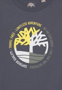 Timberland - SHORT SLEEVES - T-shirt con stampa - medium grey - 2