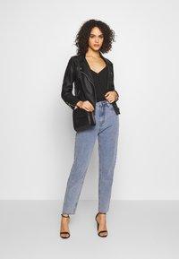 Missguided - STONEWASH RAW HEM - Jeans Tapered Fit - denim blue - 1