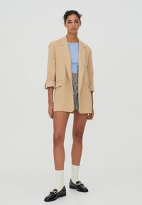 PULL&BEAR - Krótki płaszcz - brown - 1