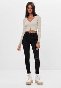 Bershka - MIT HOHEM BUND  - Jeans Skinny Fit - black - 1