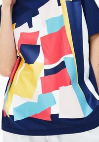 Lacoste - TEE - T-shirt imprimé - bleu marine - 3