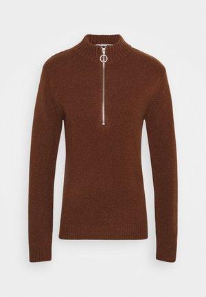 ZIPPED COLLAR SWEATER - Jumper - brown