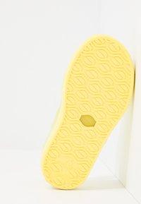 IGOR - MALIBU - Sandały kąpielowe - amarillo - 5