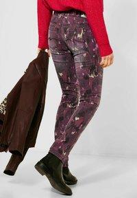 Street One - MIT BATIK-OPTIK - Slim fit jeans - rot - 1