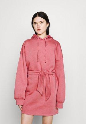 OVERSIZE HOOD MINI DRESS TIEBELT - Vardagsklänning - blush