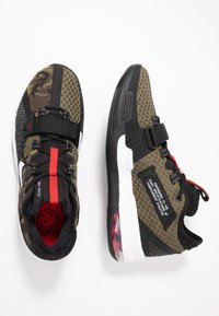 Nike Performance - AIR FORCE MAX LOW - Indoorskor - black/white/university red - 1