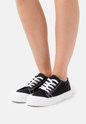 VEGAN PEGGY LACE UP - Sneakers basse - black