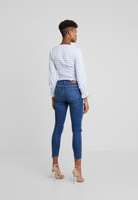 Missguided - TEXTURED JUMBO GINGHAM SHIRRED TOP - Blůza - baby blue - 2