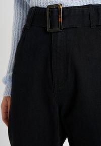 Missguided Tall - TORTOISE BUCKLE - Džíny Straight Fit - black - 4