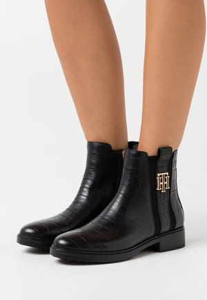 CROCO LOOK DRESSY FLAT BOOT - Botines - black