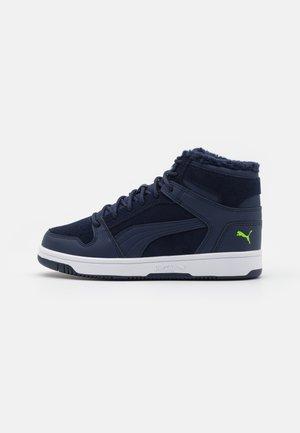 REBOUND LAYUP - Sneakersy wysokie - peacoat/green flash