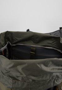 The North Face - TERRA 55 - Turistický batoh - dark grey heather/new taupe green - 4