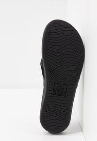 Reef - ORTHO BOUNCE COAST - Sandály s odděleným palcem - black - 6