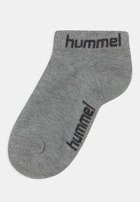 Hummel - TORNO 3 PACK UNISEX - Trainer socks - grey melange - 1