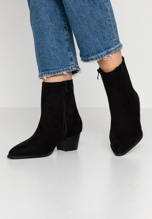 WIDE FIT POINTED WESTERN BOOT - Cowboy/biker ankle boot - black
