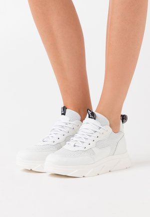 PITTY - Zapatillas - white