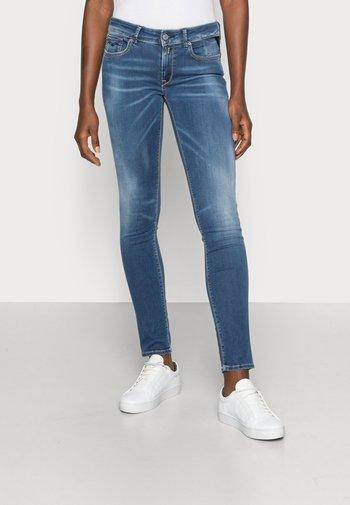 NEW LUZ HYPERFLEX RE USED XLITE PANTS - Jeans Skinny Fit - medium blue