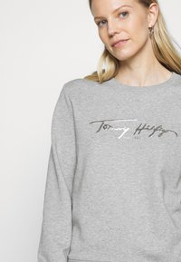 Tommy Hilfiger - BOBO REGULARC - Sweatshirt - light grey heather - 5