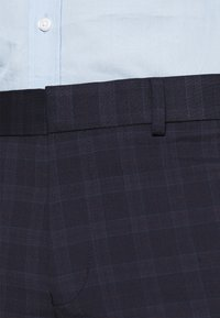 Isaac Dewhirst - CHECK - Completo - dark blue - 9