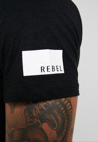 Redefined Rebel - TEE OPTION - T-shirt imprimé - black - 5