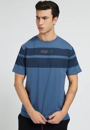 T-shirt print - mehrfarbig, grundton blau