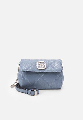 DILLA XBODY BELT BAG - Across body bag - chambray
