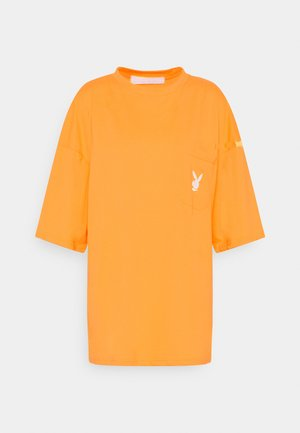 PLAYBOY REPEAT LOGO OVERSIZED POCKET - Camiseta estampada - orange