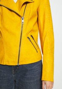 ONLY - ONLAVA BIKER  - Veste en similicuir - golden yellow - 4