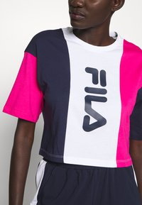 Fila Tall - CROPPED TEE - Print T-shirt - pink yarrow/black iris/bright white - 5