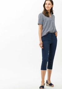 BRAX - STYLE MARY C - Shorts - indigo - 1