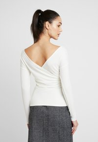 Nly by Nelly - CRISS CROSS SHOULDER - Long sleeved top - white - 2