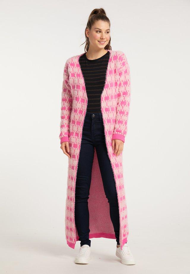 Neuletakki - pink rosa