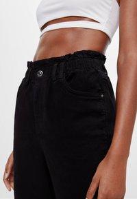 Bershka - MIT ELASTISCHEM BUND  - Straight leg jeans - black - 3