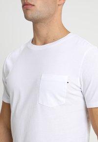 Jack & Jones - JJEPOCKET  - Basic T-shirt - white - 4