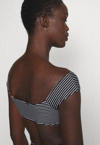 Seafolly - COLD SHOULDER BANDEAU - Bikini top - black/white - 3