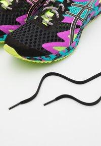 ASICS - GEL-NOOSA TRI 12 - Zapatillas de competición - black - 5