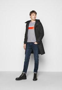 HUGO - DOLIVE - T-shirt imprimé - medium grey - 1
