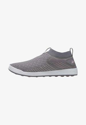 REEBOK EVER ROAD DMX SLIP-ON SHOES - Sneakersy niskie - grey
