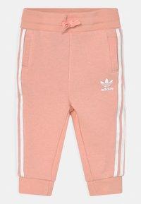 adidas Originals - CREW SET UNISEX - Trainingspak - haze coral/white - 2