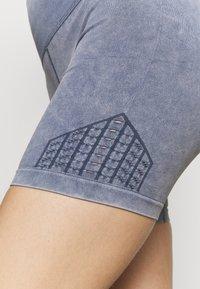 Cotton On Body - LIFESTYLE SEAMLESS YOGA SHORT - Medias - blue jay wash - 3