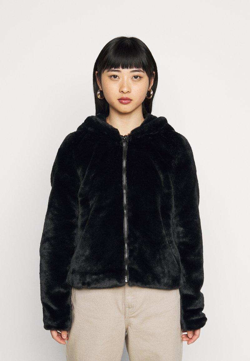 Noisy May Petite - NMLOMA JACKET - Zimní bunda - black