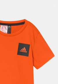 adidas Performance - AERO UNISEX - Triko spotiskem - orange/black - 2
