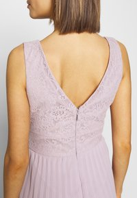 Chi Chi London - SUVI DRESS - Ballkjole - lilac - 4