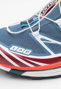 Salomon - XT-6 UNISEX - Sneakers basse - ashley blue/white/chert - 5