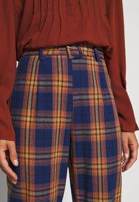 Missguided Petite - Spodnie materiałowe - navy - 5