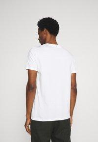 Marc O'Polo - SHORT SLEEVE - T-Shirt print - off-white - 2