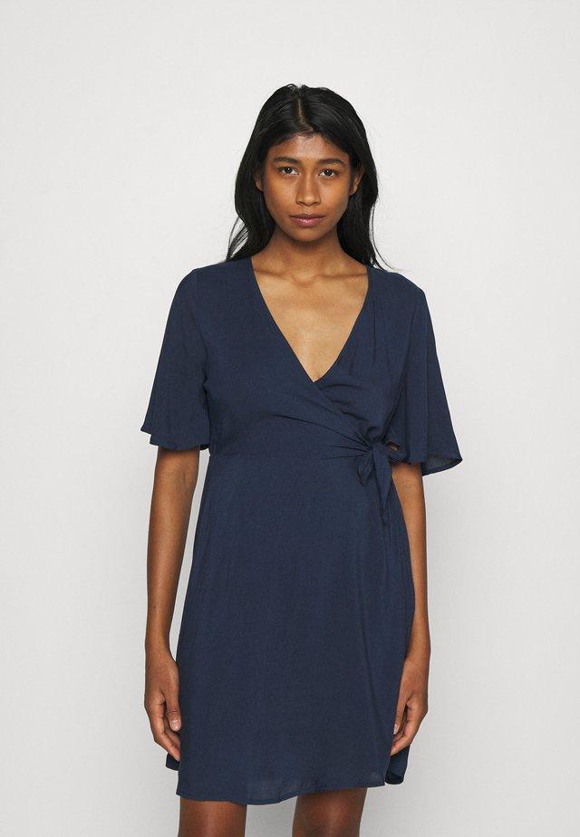 VMIBINA SHORT DRESS - Denní šaty - navy blazer