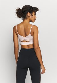 NU-IN - SHEER DETAIL BRA TOP - Light support sports bra - pink - 2
