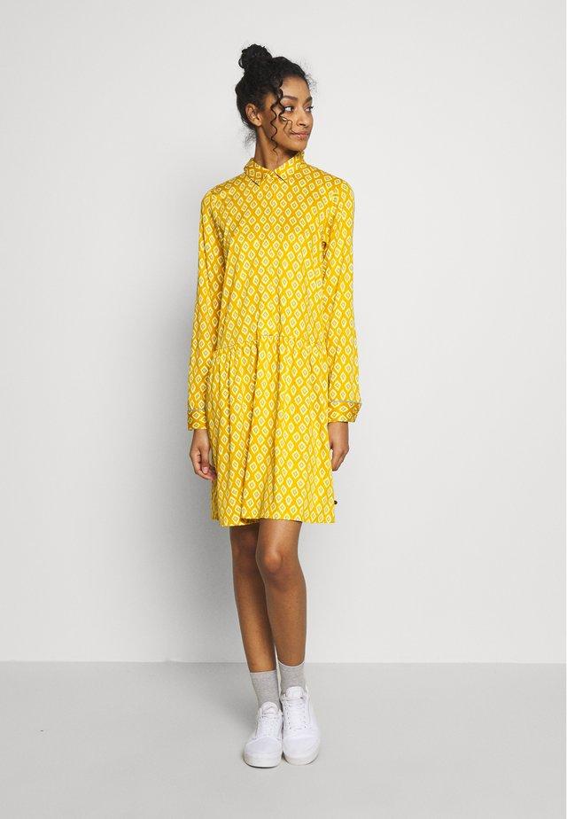 NUAILANI DRESS - Kjole - tawny