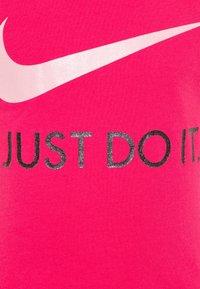 Nike Sportswear - TEE - T-shirt con stampa - dark hyper pink - 2